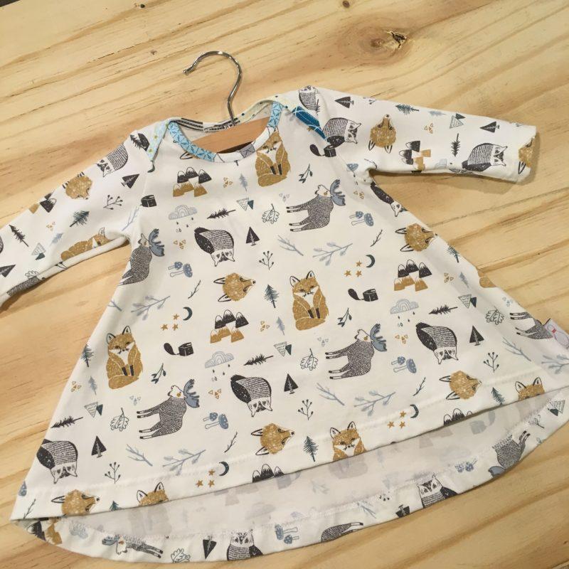 T-shirtjurk vossen en elanden, crèmekleurig met grijs en bruintinten