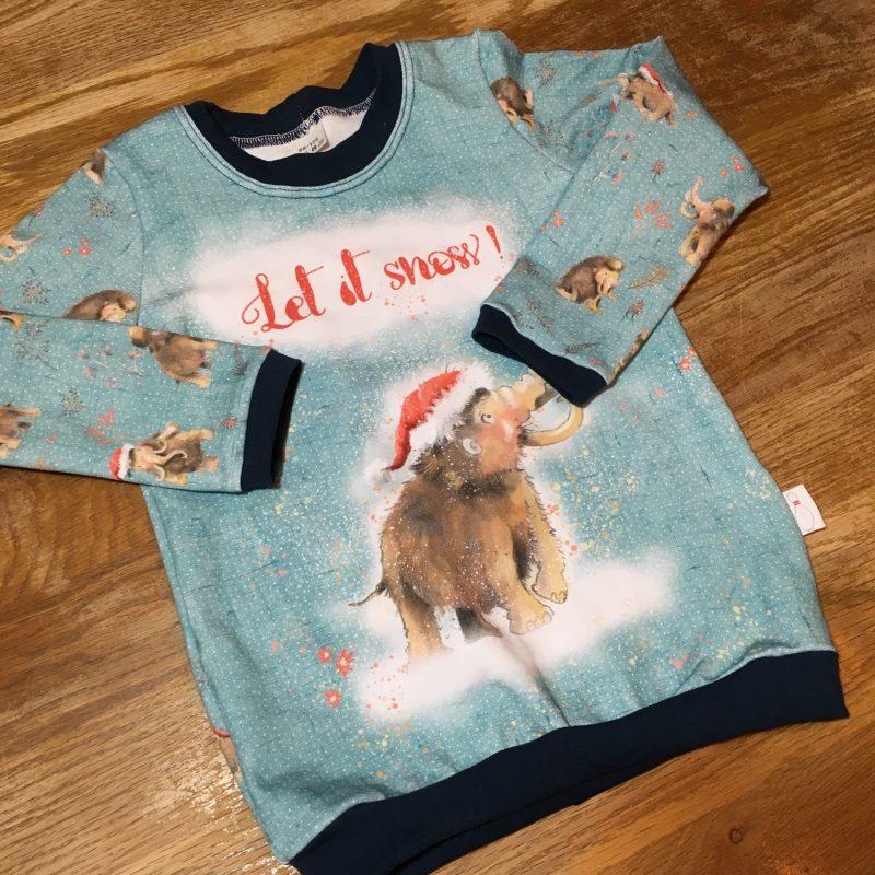 T-shirt Let it snow Met een olifant met een kerst muts op